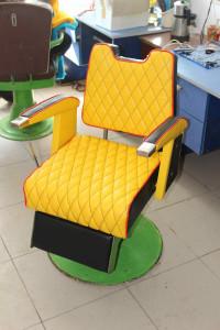 Кресло для парикмахерской после ремонта